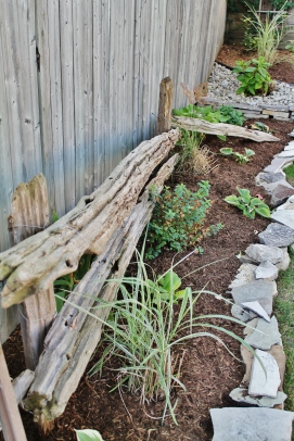 Split rail fence design with pine mulch